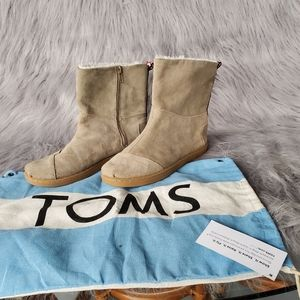 Tom's boots